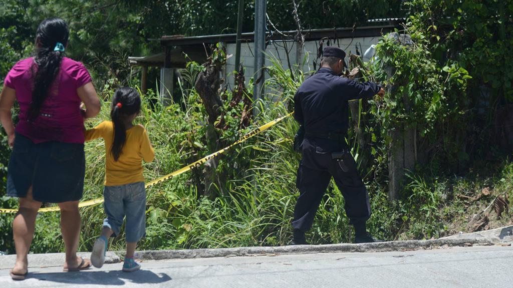 Escena de homicidio en cantón San Nicolás. Las víctimas padre e hijo
