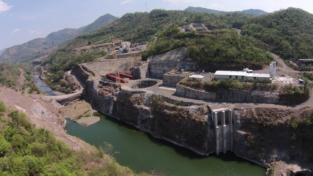 Presa en construcción El Chaparral, sobre el río Torola, en el municipio de Carolina, San Miguel.