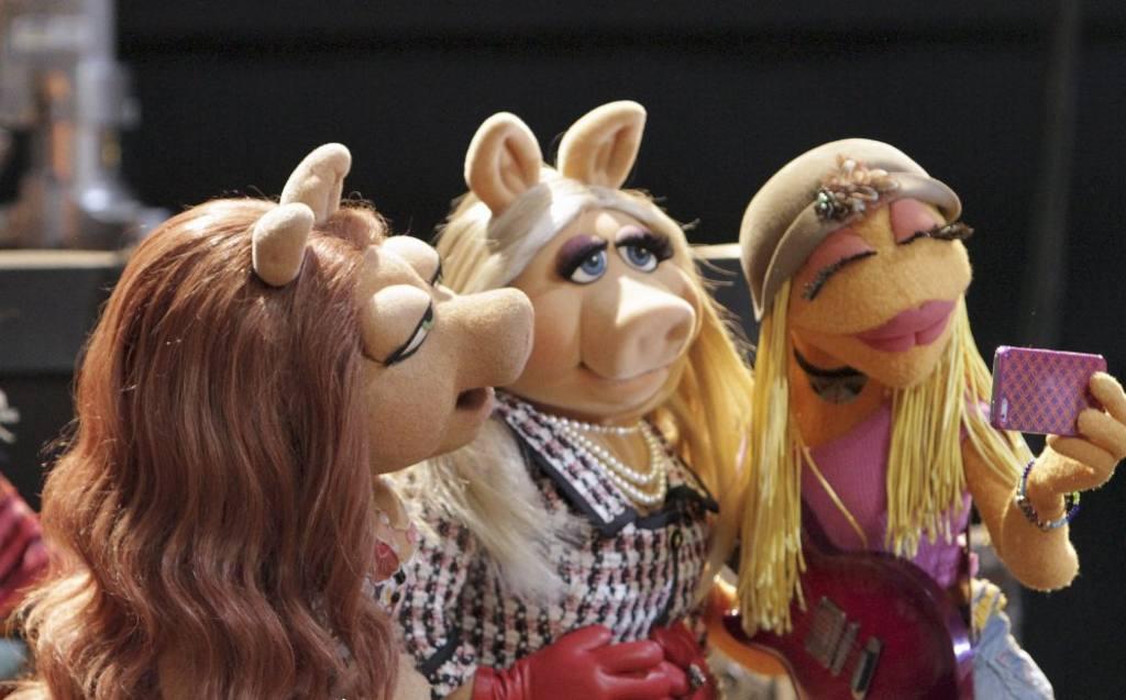 Julia es el primer muppet autista