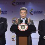 El mandatario colombiano Juan Manuel Santos (c), acompañado por el vicepresidente, Germán Vargas Lleras (i), y por el ministro del Interior, Juan Fernando Cristo (d).
