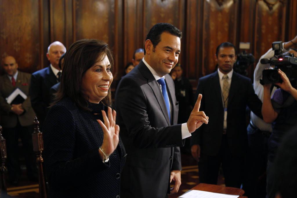 Los candidatos Sandra Torres y Jimmy Morales (der)