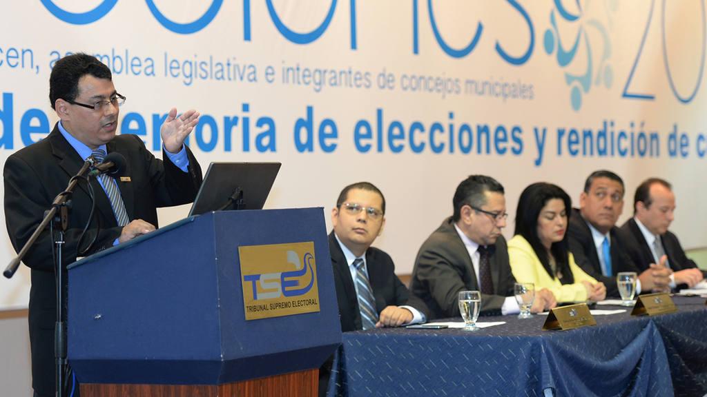 Presidente del Tribunal Supremo Electoral, Julio Olivo, presenta la rendici?n de cuentas y la memoria de labores 2015