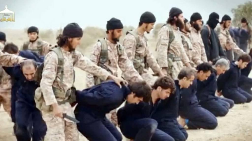 Imágenes de la decapitación de 18 soldados sirios, en noviembre de 2014.