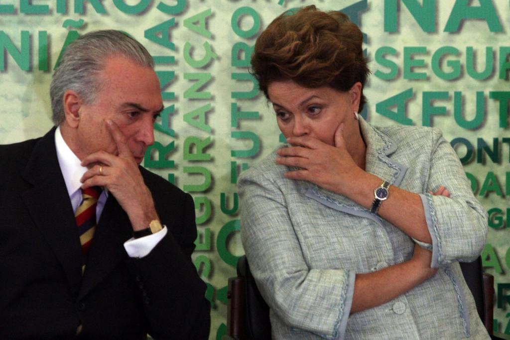 La presidenta brasileña, Dilma Rousseff (der), y el vicepresidente, Michel Temer.