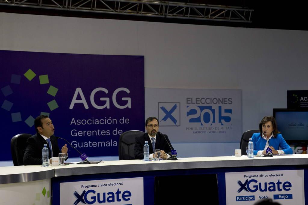Jimmy Morales (i), candidato a la Presidencia de Guatemala por el partido FCN y Sandra Torres (d), candidata por el partido UNE.