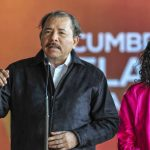 El gobernante sandinista Daniel Ortega (i) junto a la primera dama, Rosario Murillo.