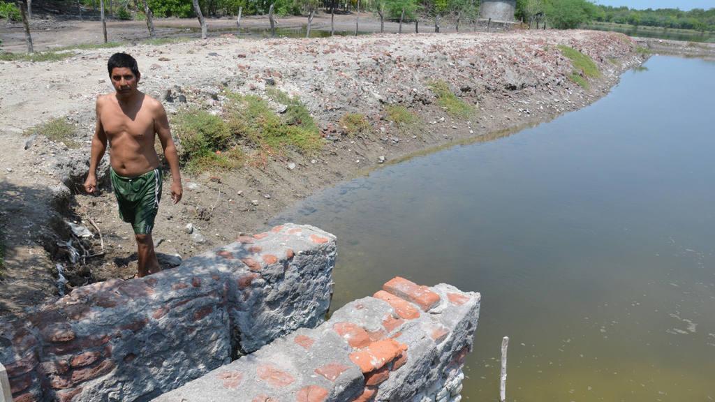 Camaroneros del municipio de Jiquilisco están preocupados por la falta de trabajo y las deudas,