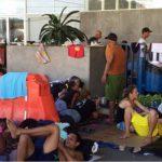 Cubanos varados en Costa Rica han improvisado camas en las calles, mientras esperan seguir a EE.UU.