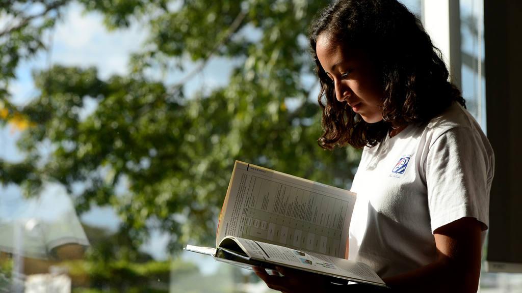 Erika Leticia Lara Hernández  invita a los jóvenes a trabajar para mejorar la situación del planeta.