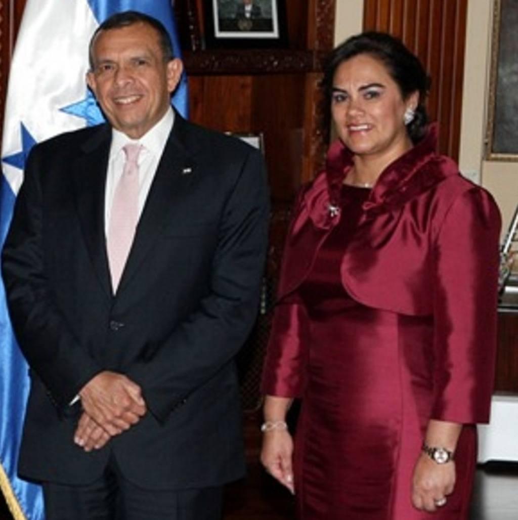 Porfirio Lobo, junto a su esposa Rosa Elena Bonilla.