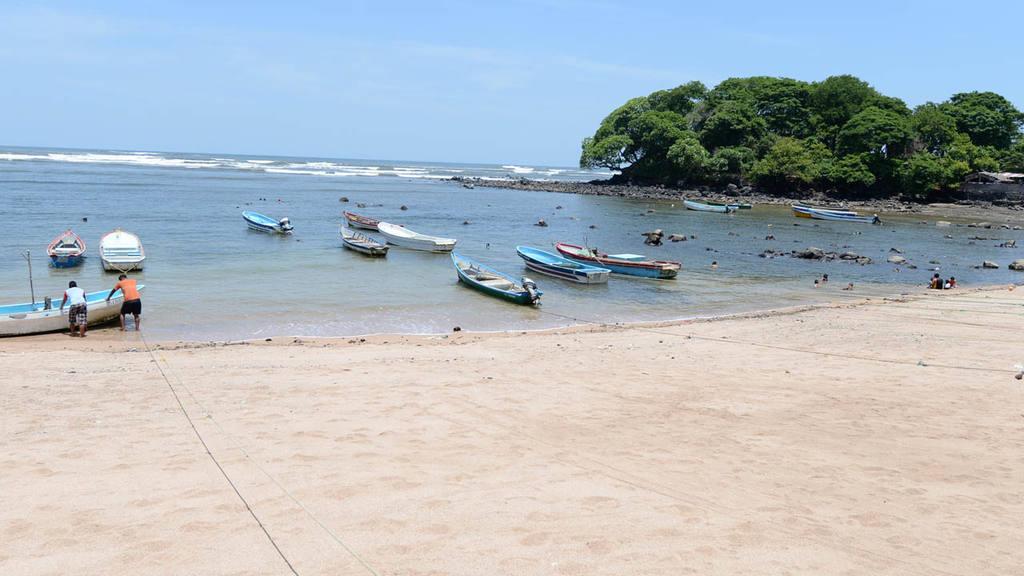 """En el sector de Los Cóbanos realizarán la investigación """"Detección de  partículas de microplásticos en las aguas de las costas salvadoreñas""""."""