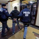 Las redadas  por la Oficina de Inmigración y Aduanas (ICE) llevarían a la detención y deportación de personas que ya tienen una orden de deportación otorgada por un juez de inmigración.