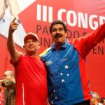 """El gobernante de Venezuela, Nicolás Maduro (d), junto a Hugo """"el pollo"""" Carvajal, quien logro escapar a una petición de captura en Aruba de Estados Unidos, en julio de 2014."""