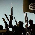 Terroristas del Estado Islámico en la frontera con Siria.