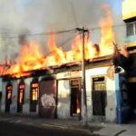 Incendio consume casas en el centro de San Salvador