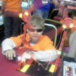 Niño ciego construye robots