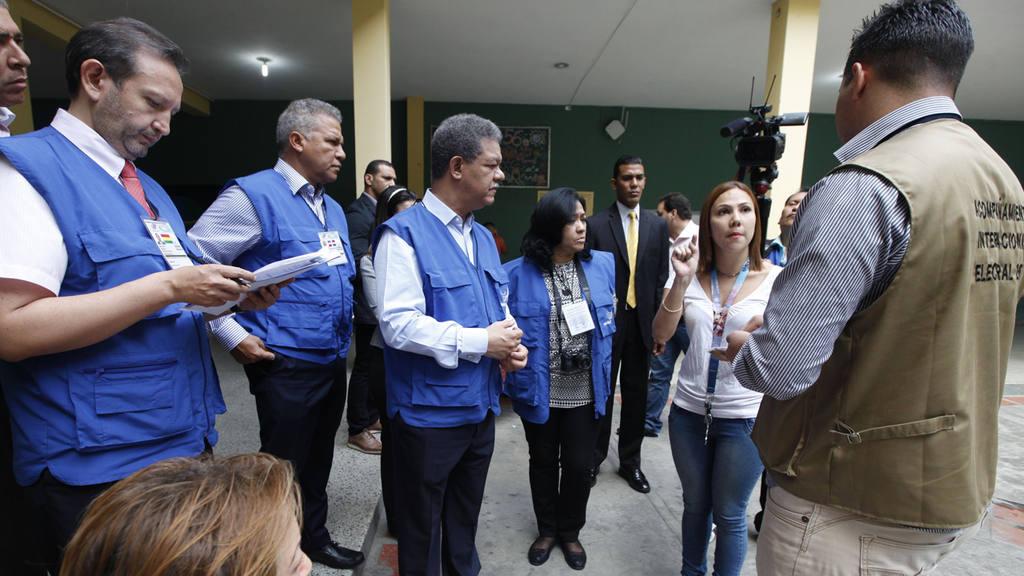 """UNASUR CONSIDERA QUE ELECCIONES TRANSCURREN """"EN ORDEN, PAZ Y EN FORMA MASIVA"""""""