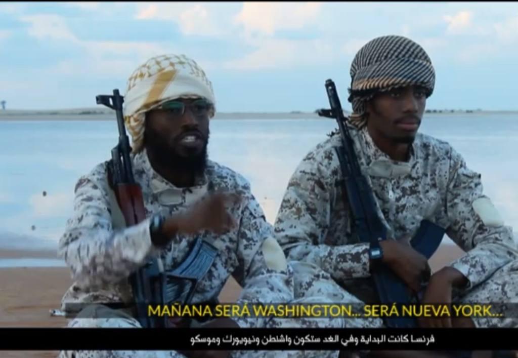 Captura del video en el los terroristas del Estado Islámico amenazan a Washington, Moscú y Nueva York.