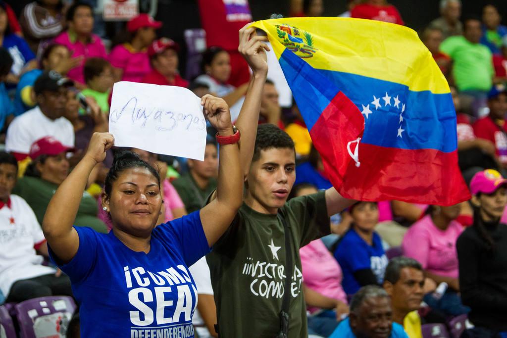 Los venezolanos asisten este domingo a las urnas para elegir a nuevos parlamentarios.