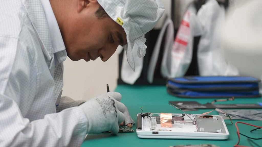 Inauguran planta de emsamblaje de computadoras en Zacatecolluca