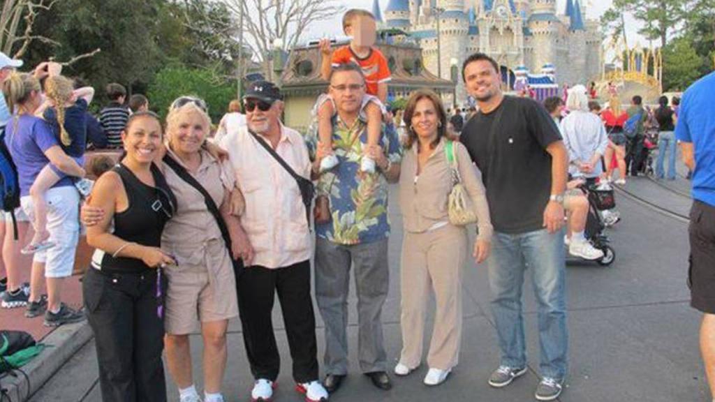 Mauricio Funes en Disneylandia