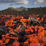 Estos salvavidas falsos, que no ayudan en absoluto a mantenerse a flote, incluso dificultan nadar.