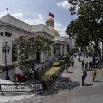 Vista general del edificio de la Asamblea Nacional de Venezuela, donde ayer se instaló la mayoría parlamentaria opositora de 112 diputados.