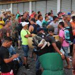 Unos mil cubanos están varados en la frontera de Panamá con Costa Rica a la espera de poder seguir su camino hacia Estados Unidos.