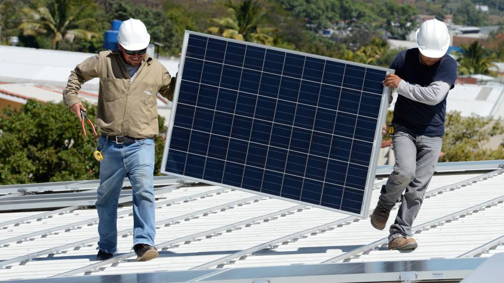 Super Selectos de Santa Elena es uno de los tantos super mercados de esa linea en adquirir energia electrica por medio de paneles solares.