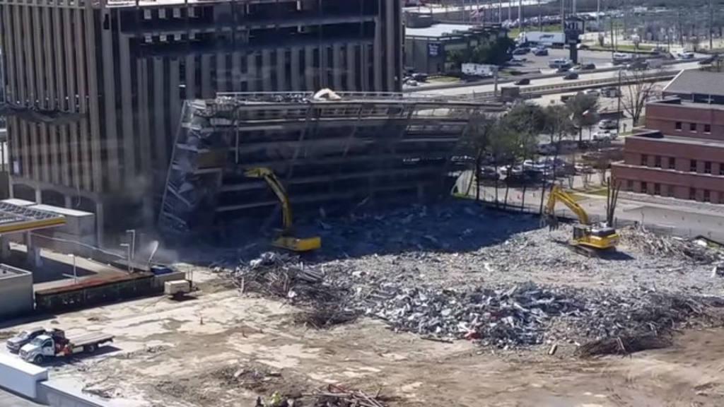 Le cae edificio de siete pisos