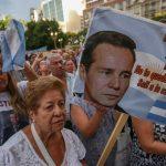 Manifestantes marchan para exigir justicia y que se resuelva el caso de la muerte del fiscal Alberto Nisman, en Buenos Aires (Argentina).