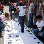 Grupo de familiares de vÌctimas rinden homenaje a dos aÒos de las protestas contra Gobierno de Maduro