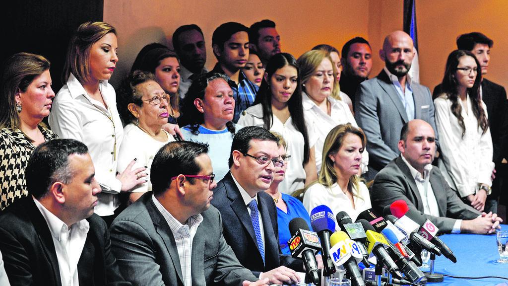 FAMILIARES DE MILITARES CASO JESUITAS