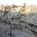 Edificios vacíos y calles despobladas de una ciudad que una vez fue centro del comercio en Siria.