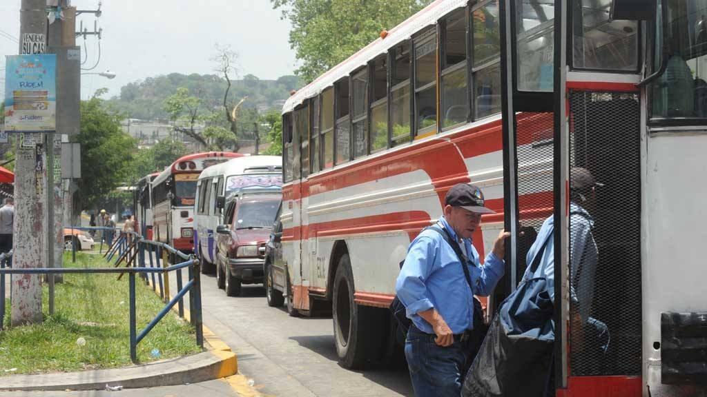 """Según el Viceministerio de Transporte, a partir del 3 de abril, en la avenida Rosario Sur no podrán circular vehículos que no sean los buses """"alimentadores"""" del Sitramss."""