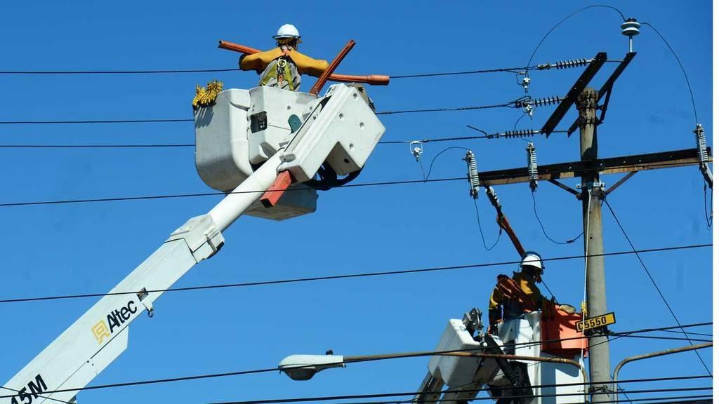 """Precio de energía subirá y el Gobierno impondrá nuevo cargo para """"inversión social""""."""