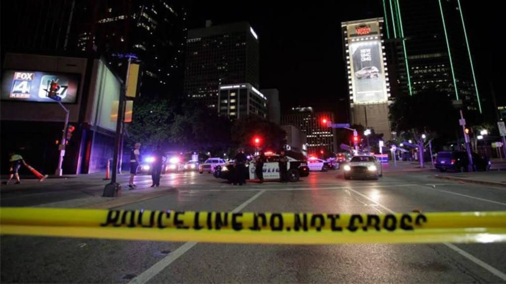 Policía confunde su departamento y mata a hombre en Dallas