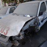 Vehículos policiales dañados