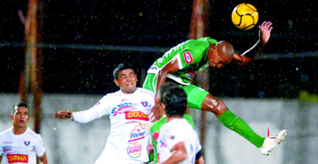 Dragón rozó su primera victoria. Comienza una nueva era de la mano de Ancheta. Foto: EDH / Mauricio Cáceres
