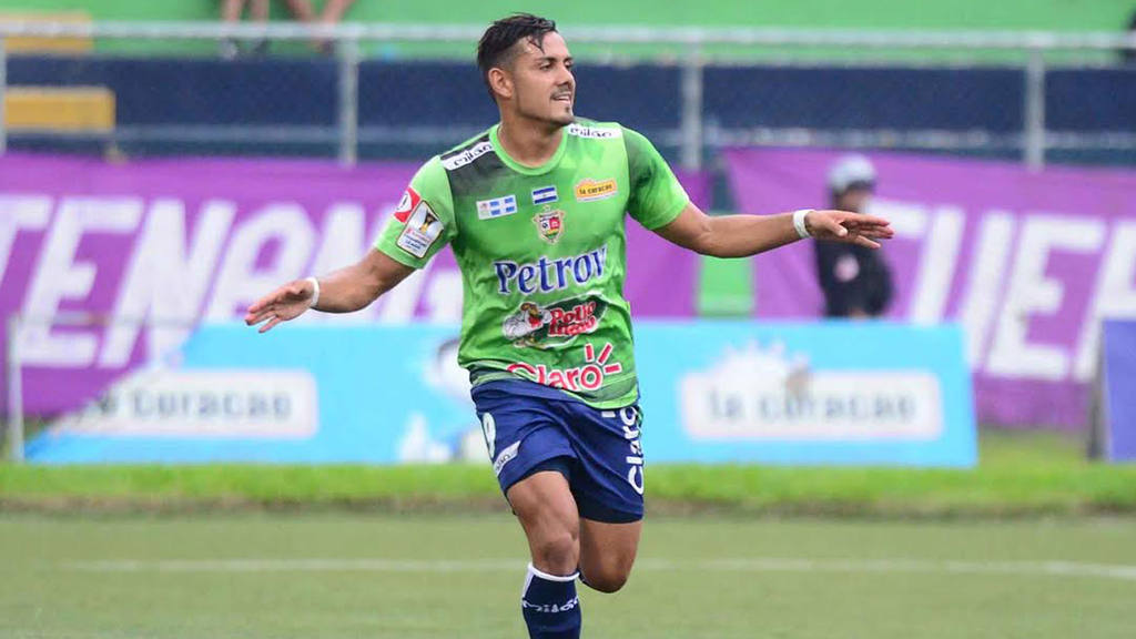 Santa Tecla aplastó a Chalatenango 6-1