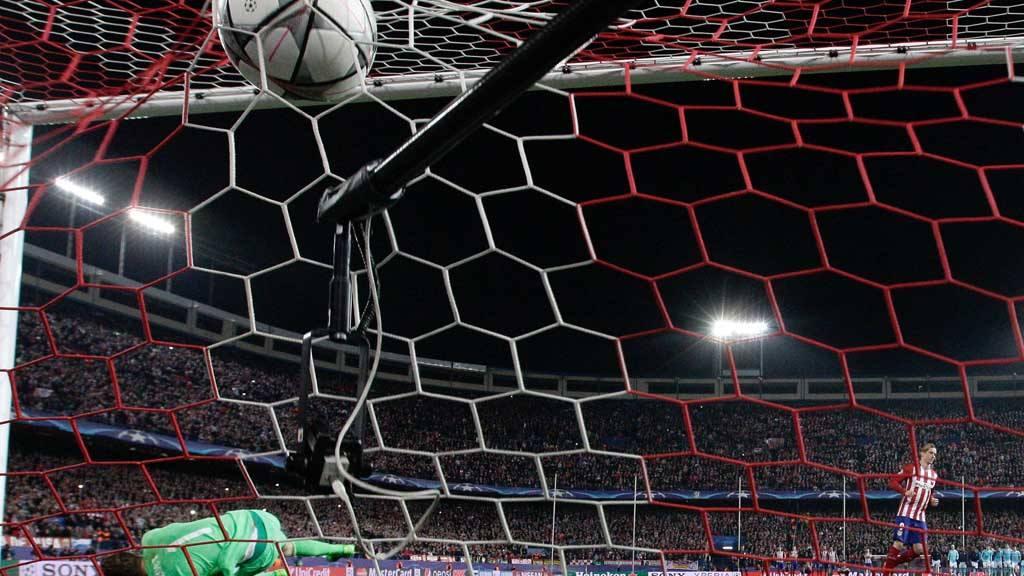 El delantero del Atlético de Madrid Fernando Torresmarca en la tanda de penaltis.