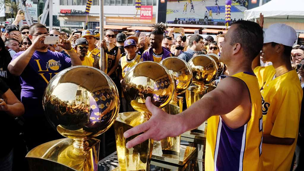Under heavy guard, fans get to pose with the five Lakers championship