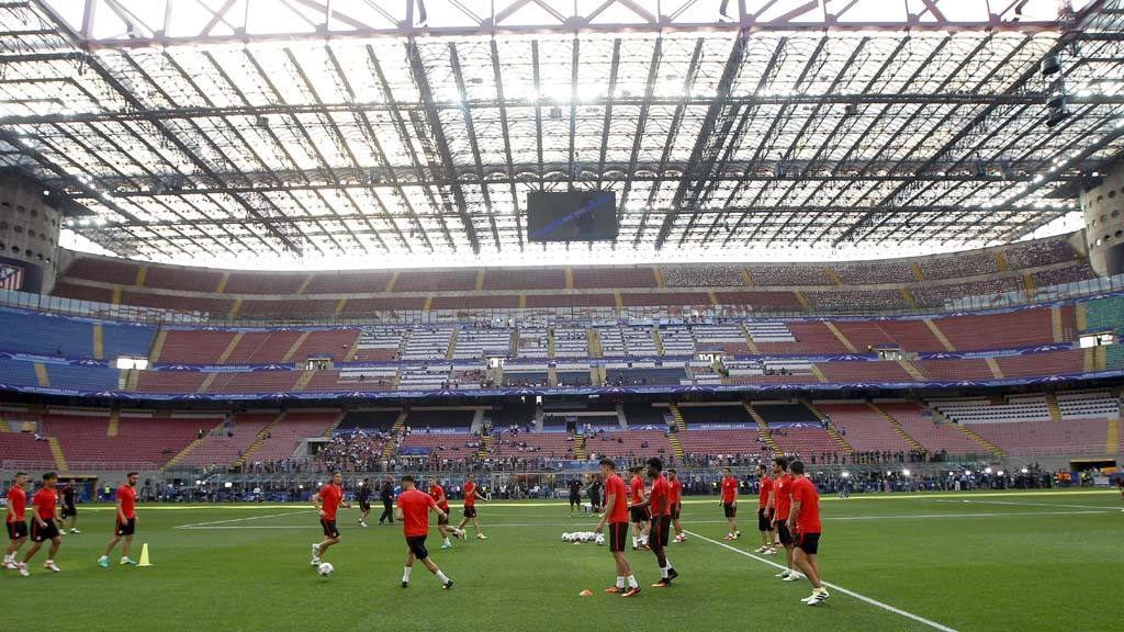 Atletico Madrid team attends a training session at the San Siro stadi