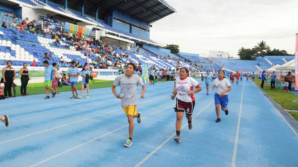 Carrera aeróbica 36 aniversario del INDES, Estadio Mágico González.