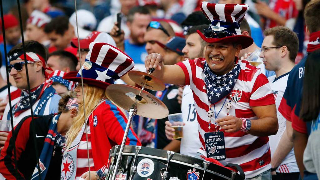 United States fans cheer before a Copa America Centenario group A soc