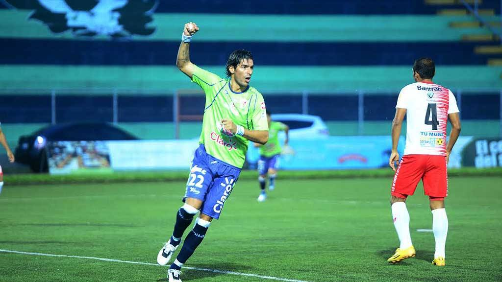 Santa Tecla F.C.  Sebastían Abreu