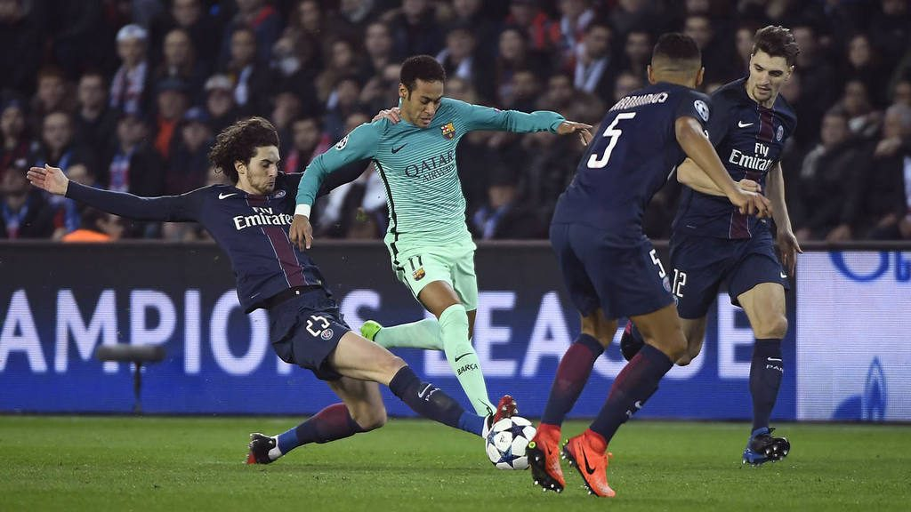 Paris Saint-Germain's French midfielder Adrien Rabiot (L) tackles Bar