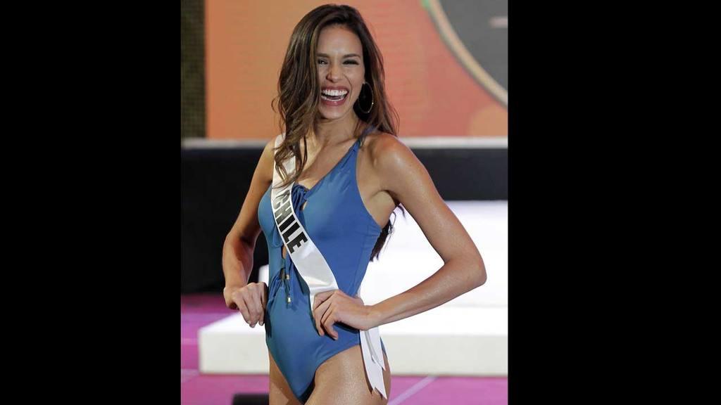 e55d34a5224ca ... desfile en traje de baño. Miss Universo Miss Universo. La aspirante  chilena Catalina Paz Cáceres ...