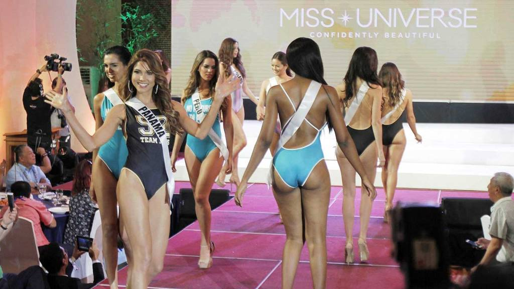 2f5c1d4ad Desfile en traje de baño de candidatas a Miss Universo