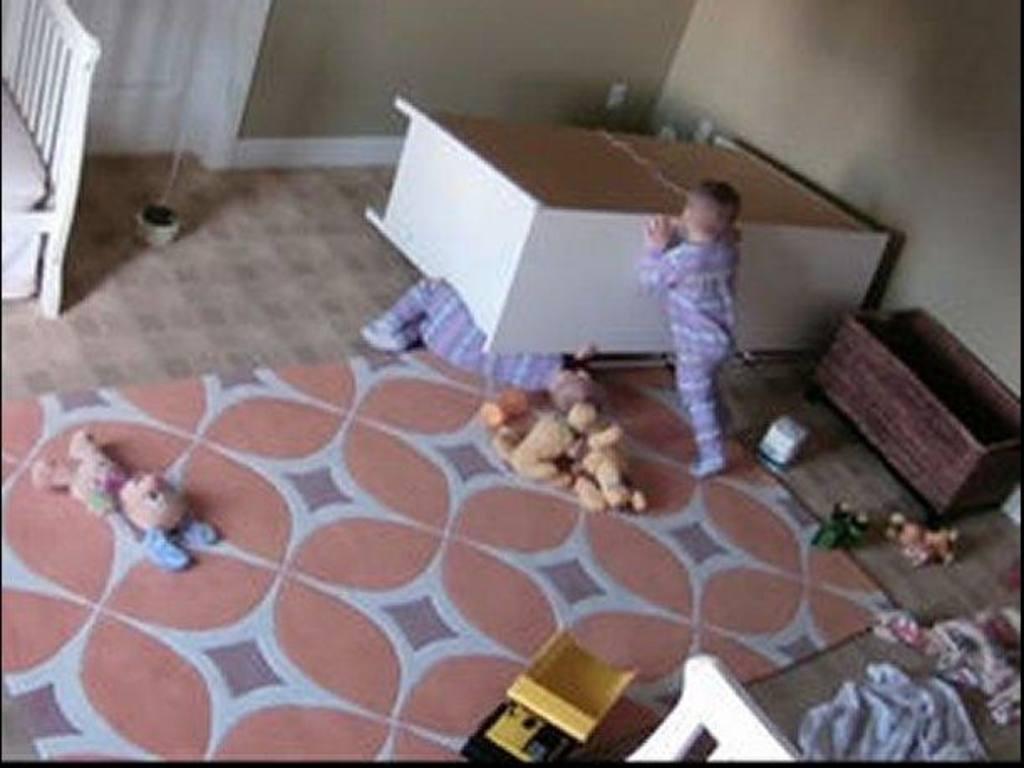 Niño de 2 años rescata a su hermano gemelo | elsalvador.com